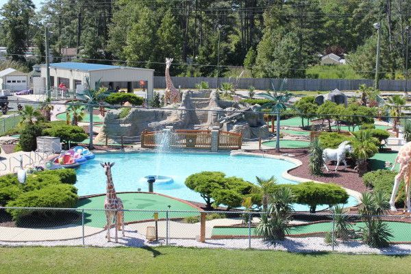 Image: miniature golf